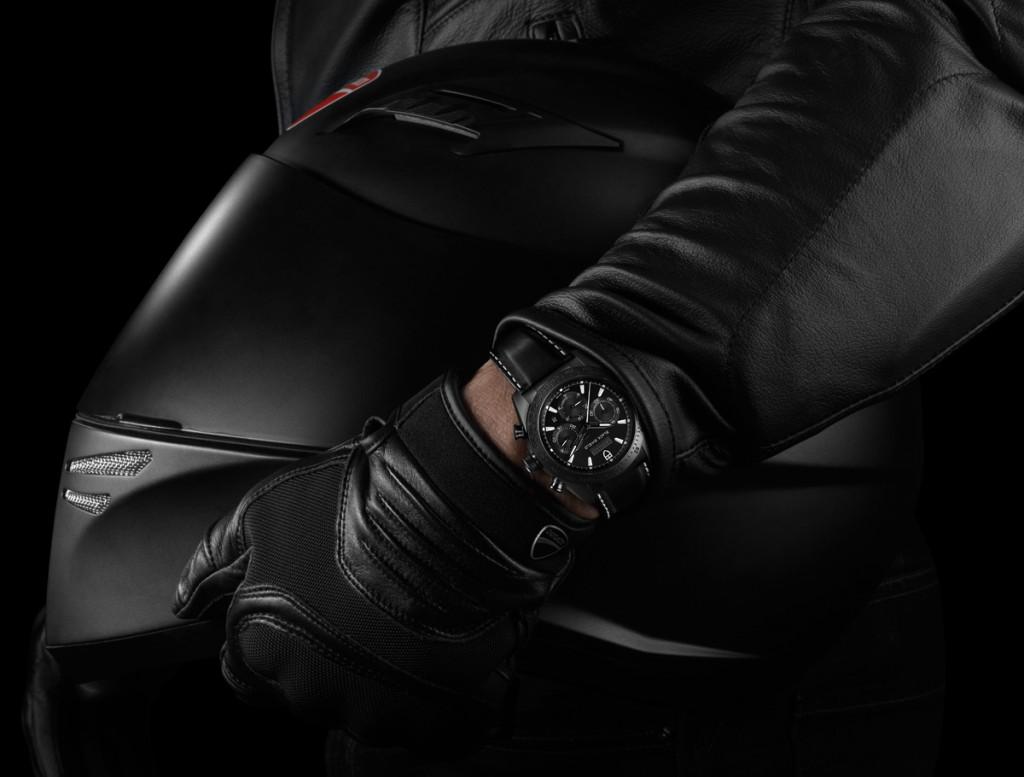 Tudor-Fastrider-Black-Shield-42000CN-hand